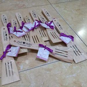souvenir pernikahan solo centong kayu (4)