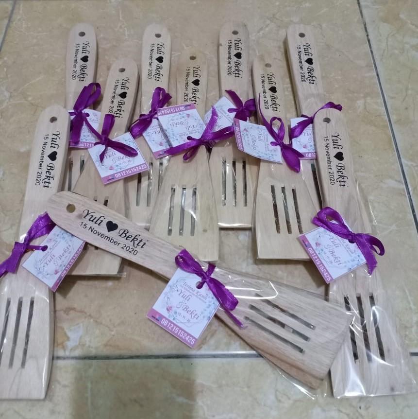 souvenir pernikahan solo centong kayu (7)